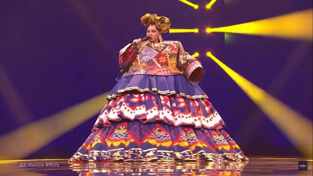 Огромное платье Манижи испугало иностранных зрителей, а выступление – восхитило