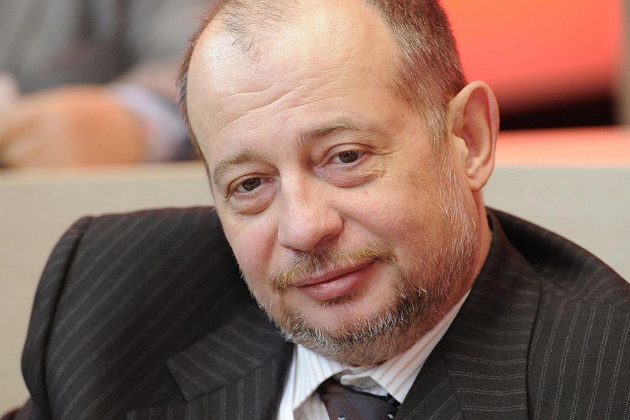 Глава НЛМК Владимир Лисин ответил вице-премьеру Андрею Белоусов, диагностировав у последнего болезнь «красных глаз» и попутно объяснив, что означает глагол «нахлобучить»