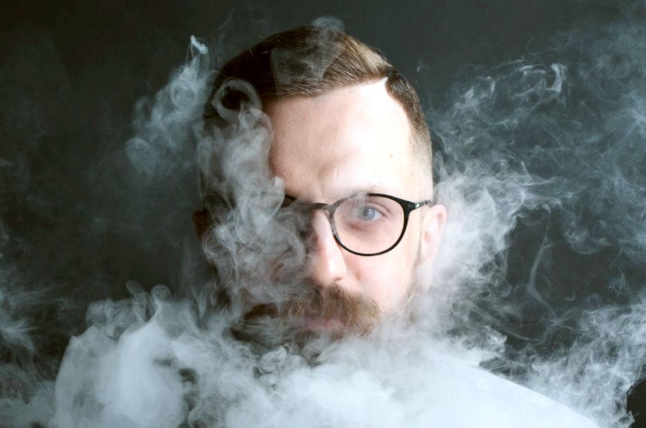 Глава Верховного суда заявил о праве россиян на компенсацию от курящих соседей