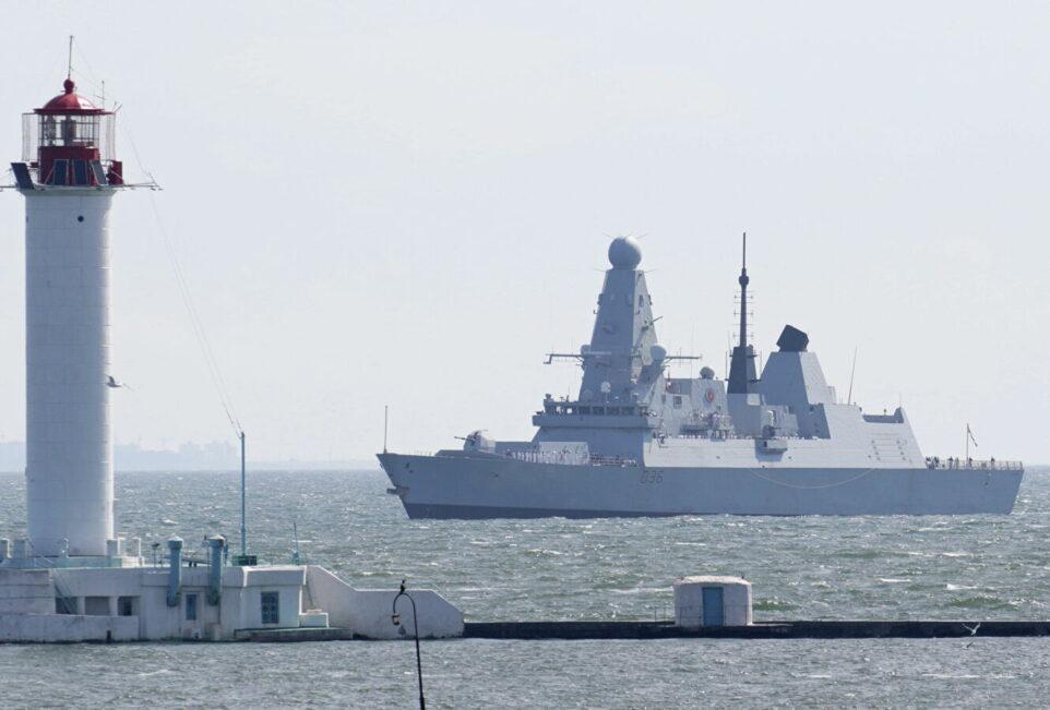 Журналист BBC рассказал о намеренном входе Defender в воды РФ