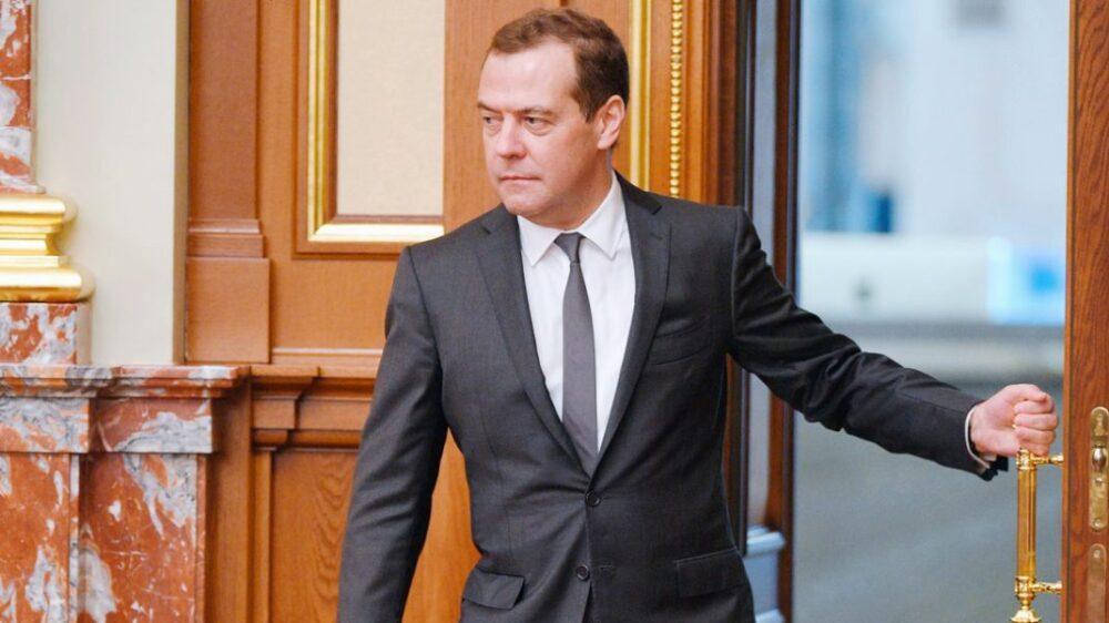 Вокруг Дмитрия Медведева закипели страсти