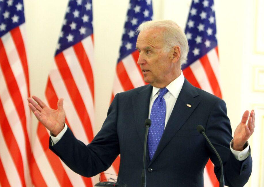 США приостановили военную помощь Украине