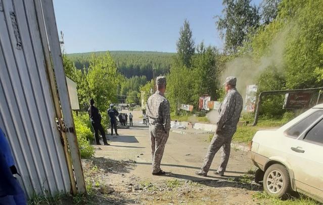 В Свердловской области автобус врезался в остановку, погибли шесть человек
