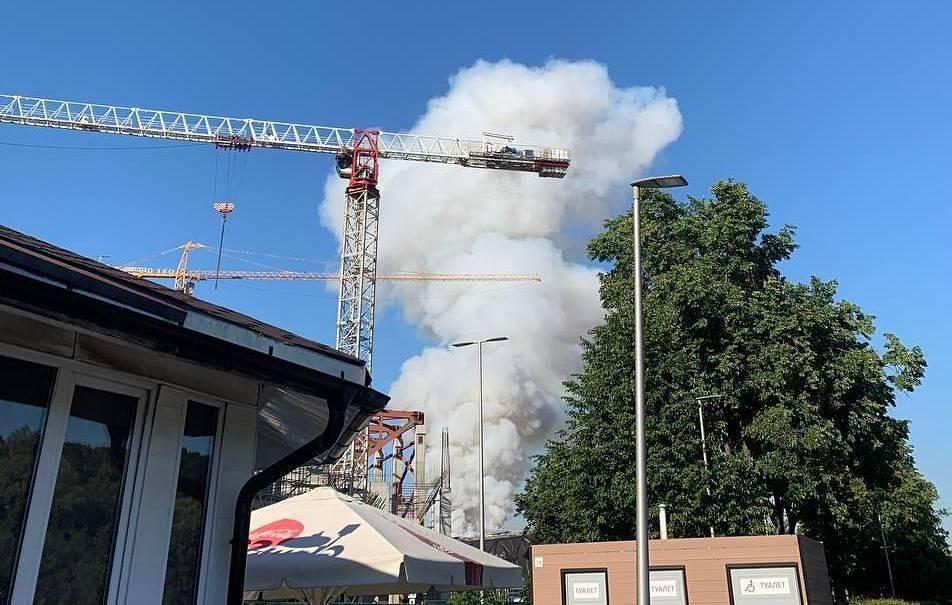 Склад пиротехники загорелся в Москве