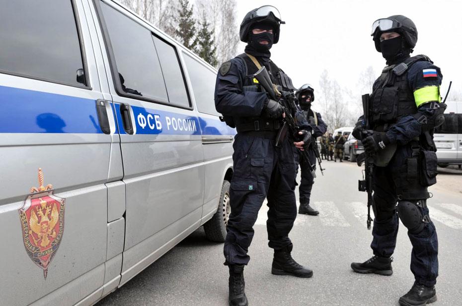 «Коммерсант»: три офицера ФСБ арестованы за хищение 64 млн рублей