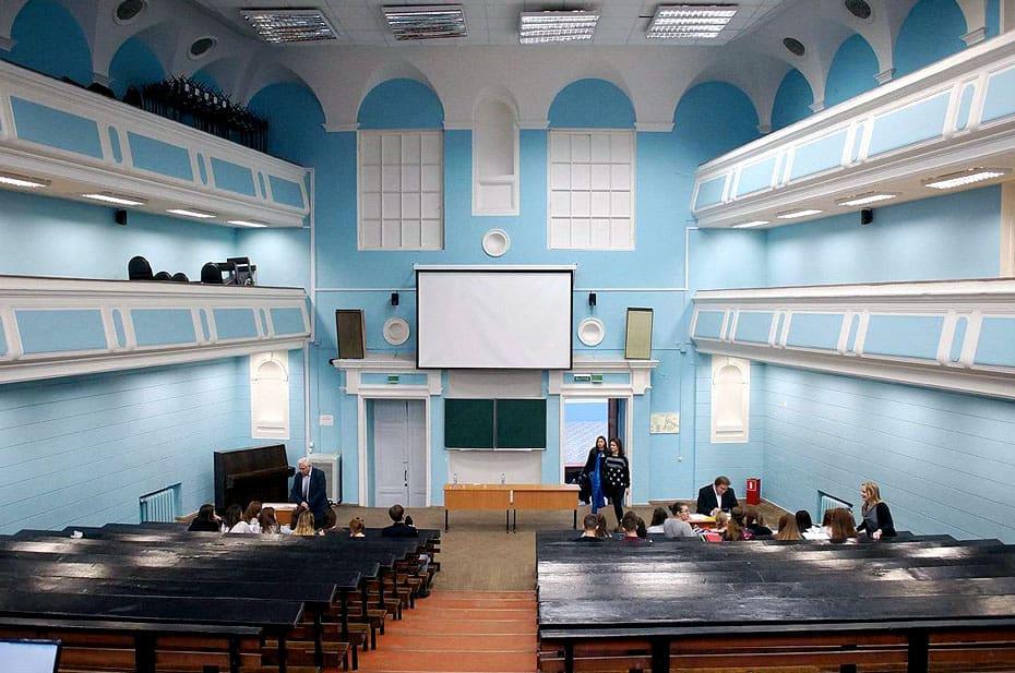 В Москве хотят пускать на занятия только привитых от коронавируса студентов