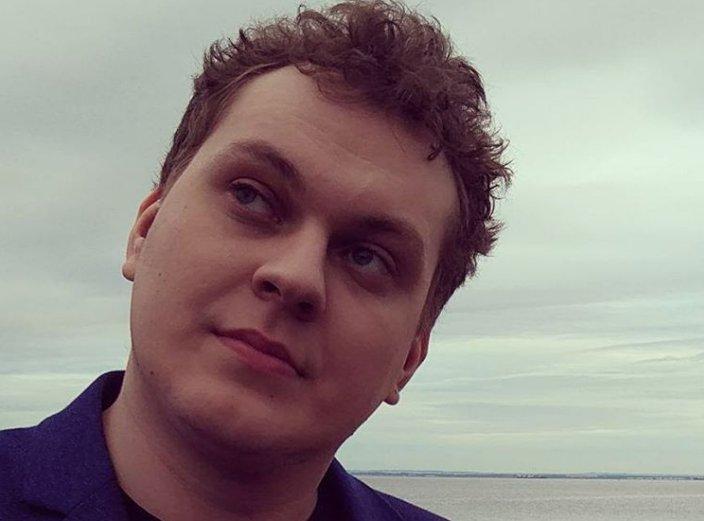 Блогера Юрия Хованского задержали по делу о призывах к террористической деятельности. Он спел оскорбительную песню про теракт на Дубровке