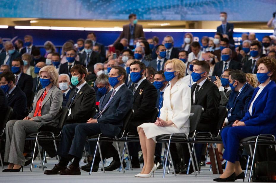 Убить двух зайцев: политолог предложил «Единой России» предвыборно-вакцинную кампанию