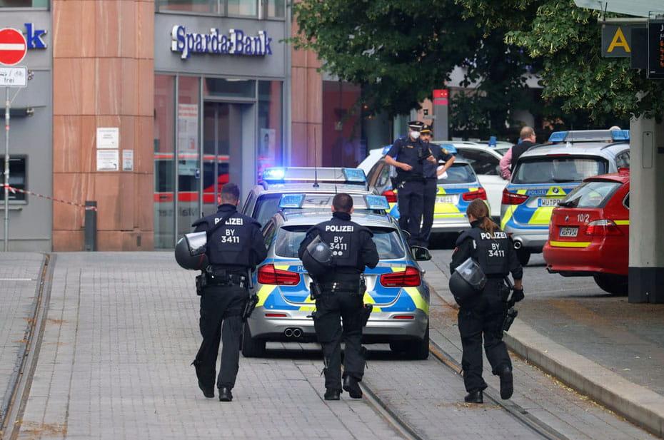 Очевидец заснял, как немцы защищались от убийцы с ножом в Вюрцбурге. Убиты три человека