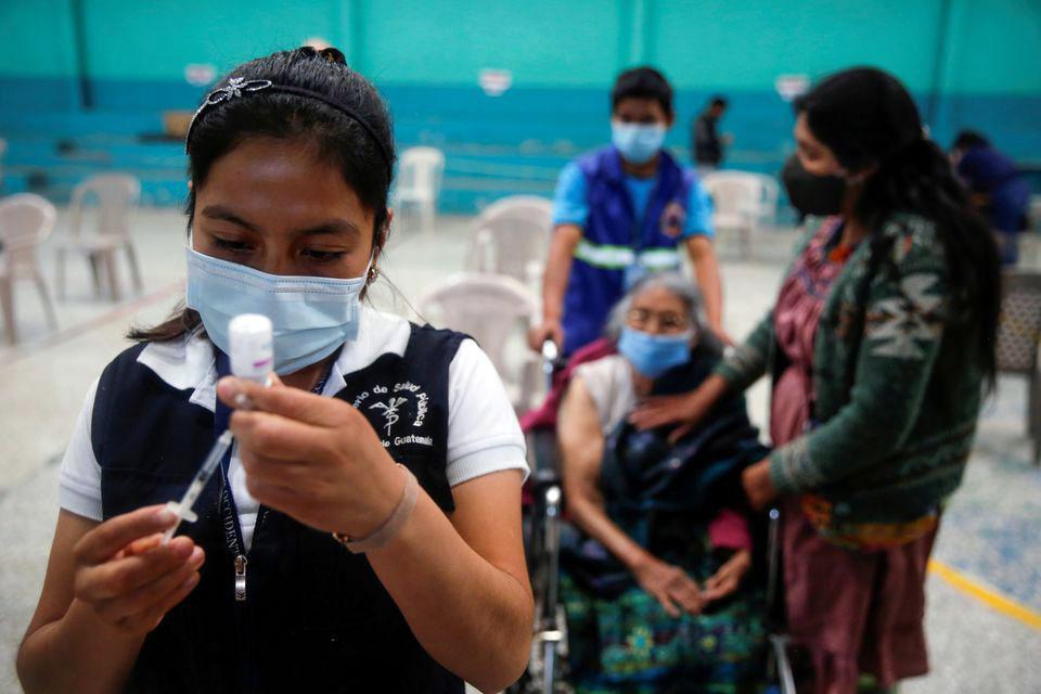 Гватемала пытается вернуть деньги за российский «Спутник V»