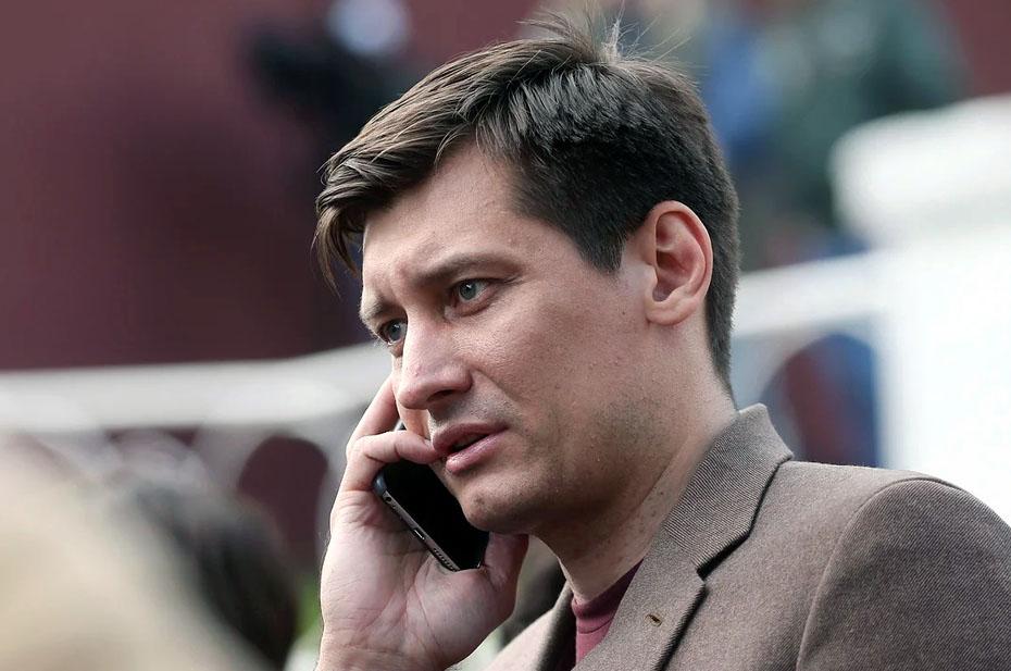 Дмитрия Гудкова отпустили без избрания меры пресечения