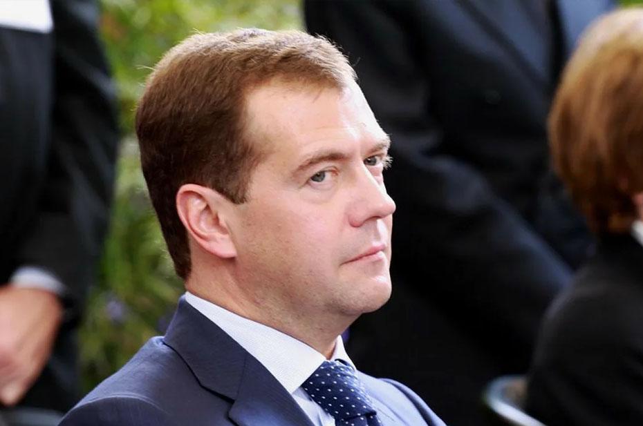 Медведев назвал контакты с Украиной «бессмысленными», руководство «невежественным», а Зеленского упрекнул в «отказе от идентичности»
