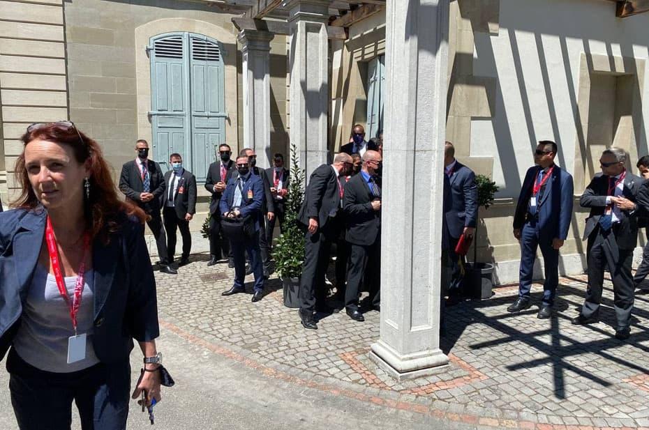 Кремлевский пул сообщает о потасовке у виллы Ла Гранж. Ее устроили американские секьюрити и журналисты