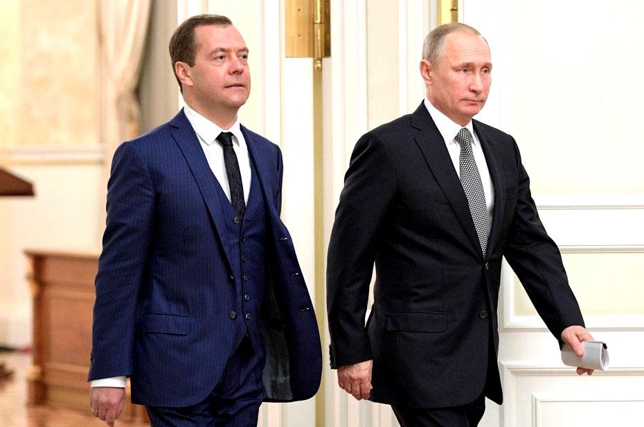 «Очень многие на него сейчас делают ставку». Политолог Алексей Неживой о ситуации с Медведевым и о том, что произойдет, если верх возьмет «силовая башня»