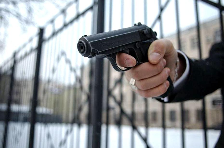 В Волжском неизвестный обстрелял двух подростков