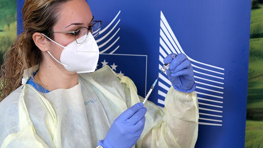 А что с вакцинацией в Европе? И как там живут антипрививочники?