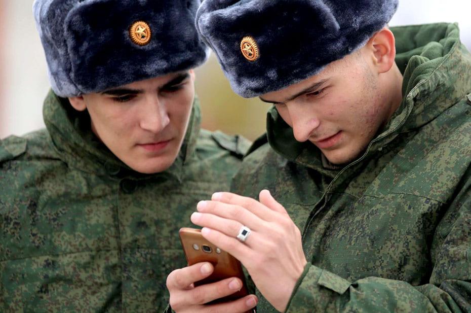 У российских военных будут специальные смартфоны