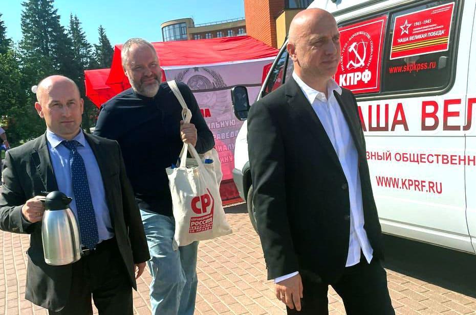 Захар Прилепин пришел на съезд КПРФ с предложением о сотрудничестве