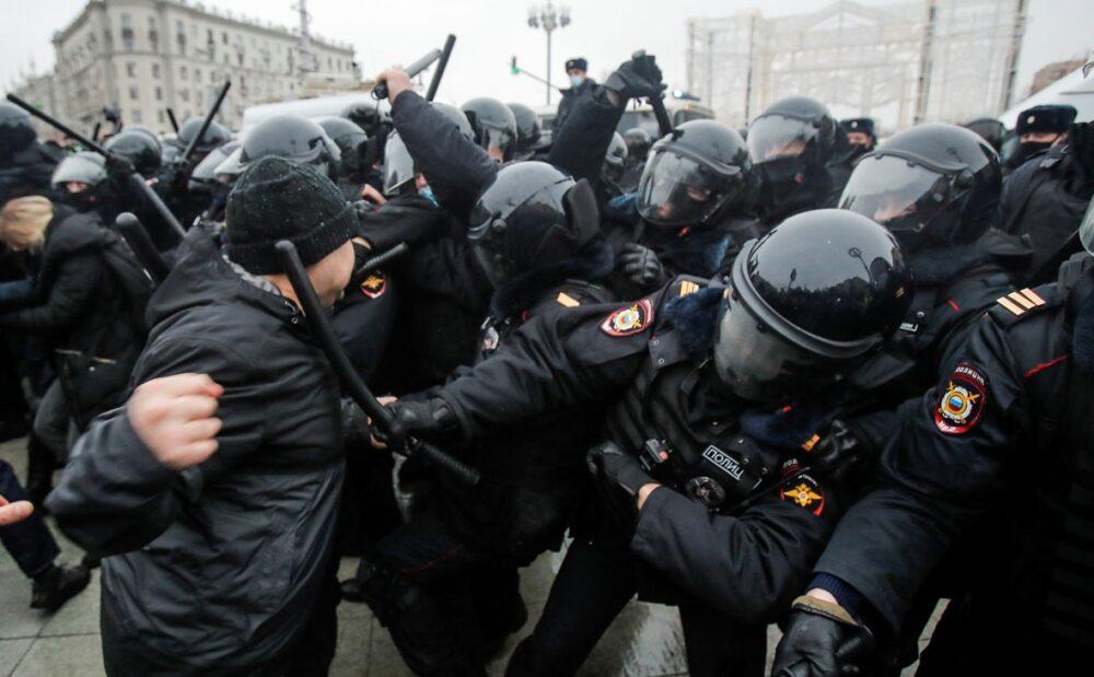 В России больше не будет протестов? Эксперты о массовых беспорядках после выборов в Госдуму