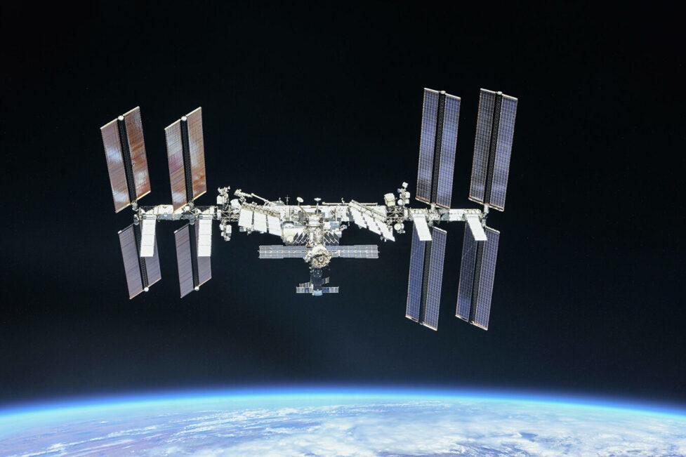 Очищать воду, как на МКС, и жечь мусор плазмой. О «гражданских» проектах «Роскосмоса»
