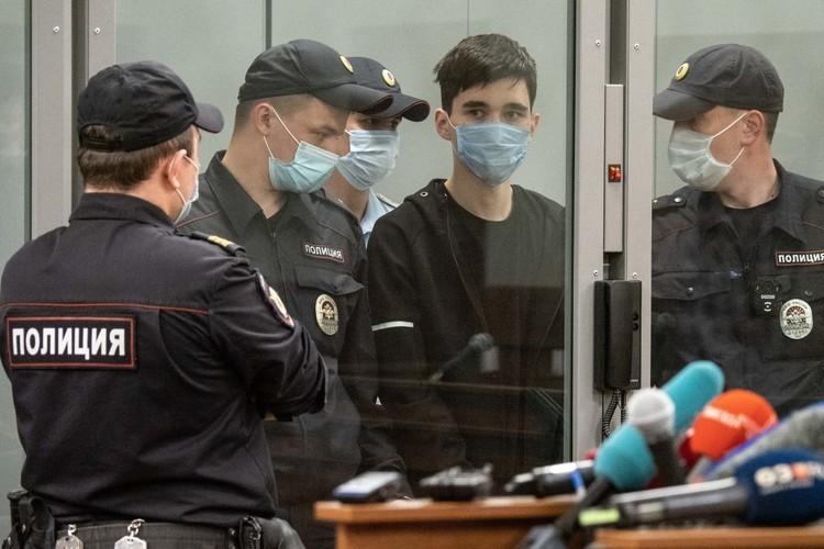 Одиннадцать девушек оплатили нового адвоката казанскому стрелку