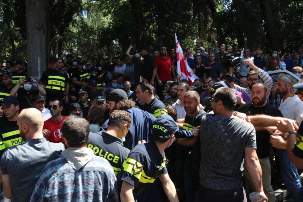 Скончался избитый противниками шествия ЛГБТ оператор грузинского телеканала