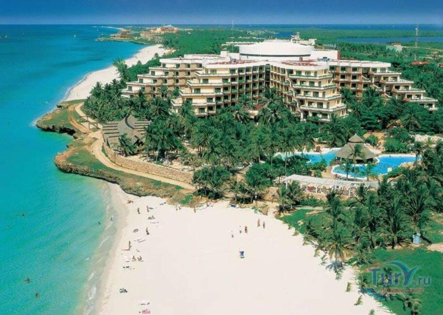 Более 160 российских туристов изолировали на Кубе из-за положительного теста на ковид