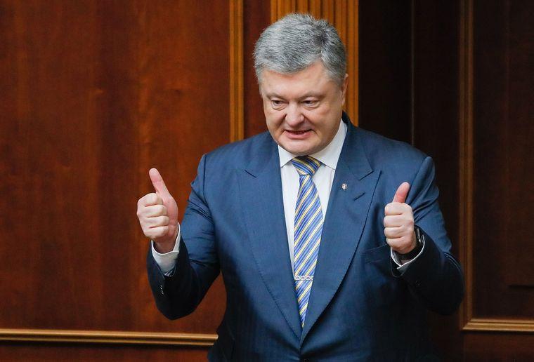 «Опохмелись, Крым в 2014 году вернулся», – в сети ответили Порошенко на обещания «вернуть Крым»