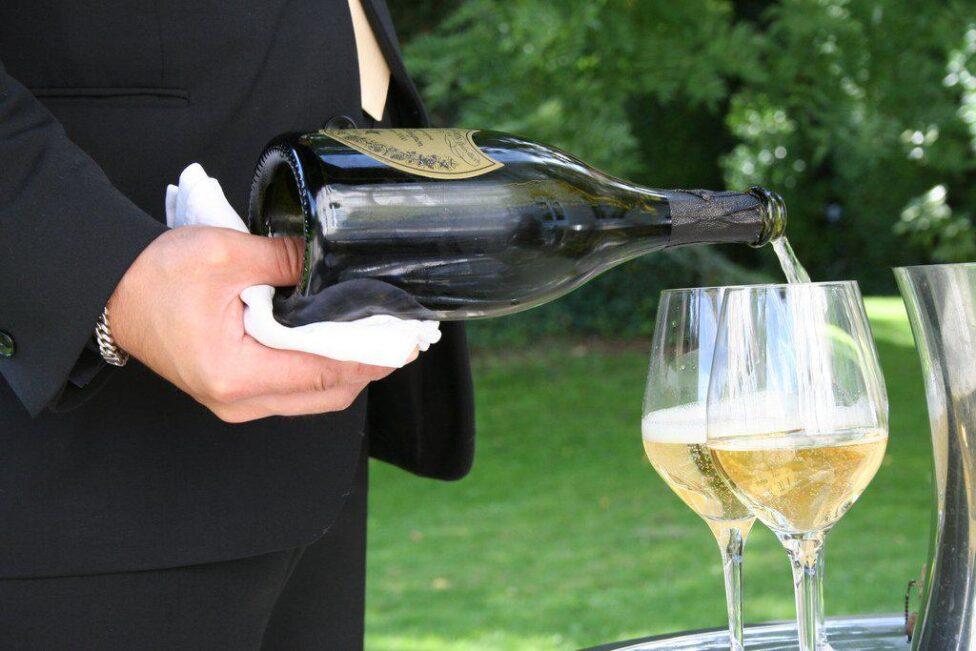 Союз домов шампанского Франции допускает приостановку поставок в РФ
