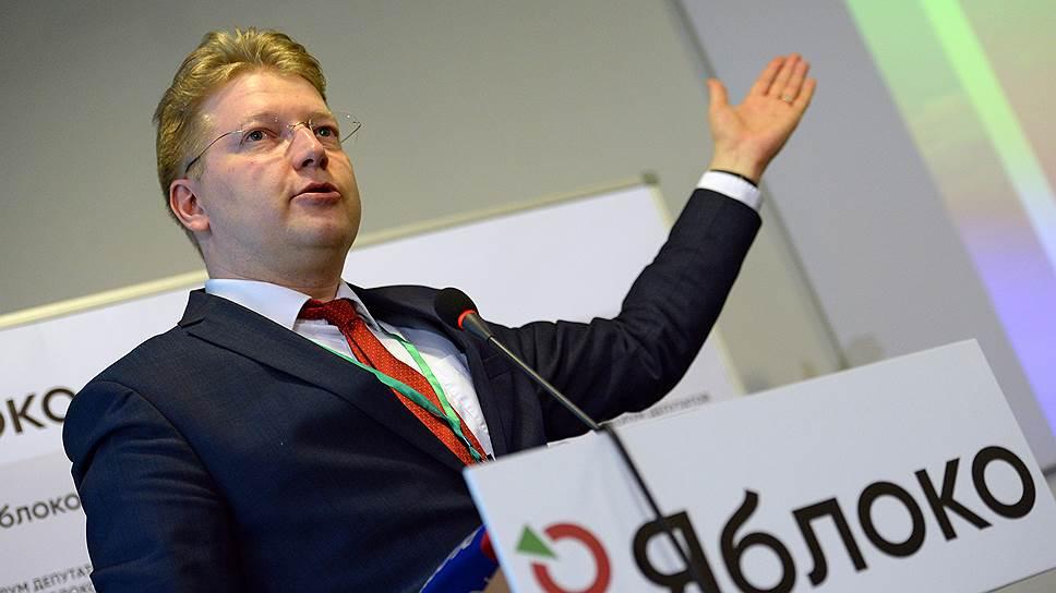 Председатель партии «Яблоко» попросил разрешить ввоз в РФ иностранных вакцин