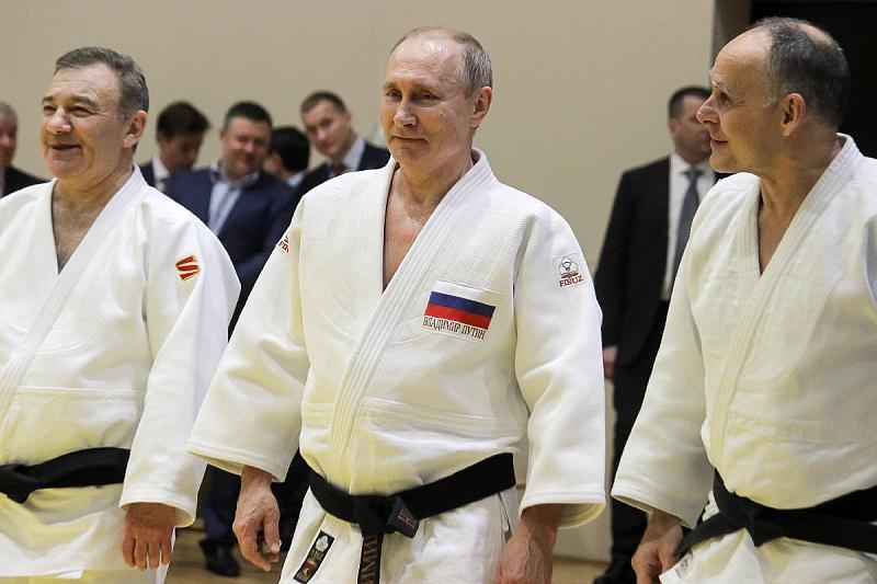 Политолог Аббас Галлямов упрекнул Владимира Путина в том, что тот забыл основополагающий принцип дзюдо