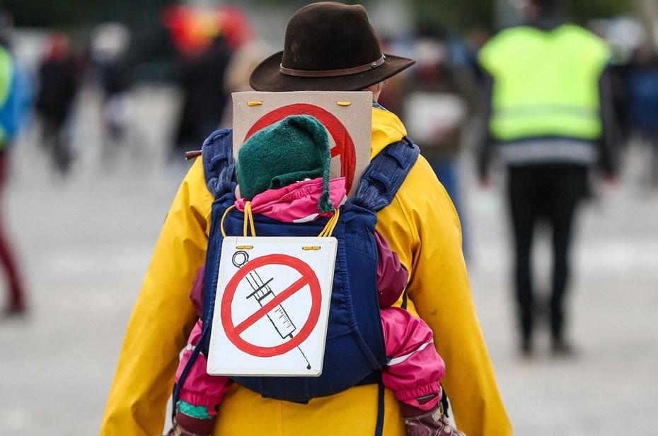 Минюсту предложили наказывать тех, кто отговаривает от вакцинации