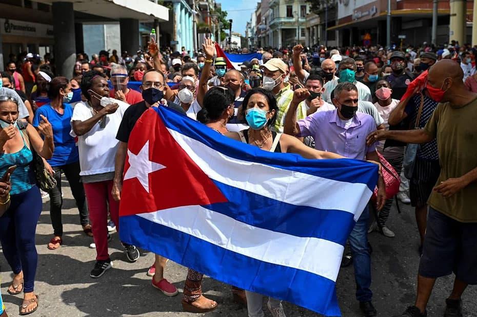 Тысячи кубинцев вышли на улицы против коммунизма и за свободу