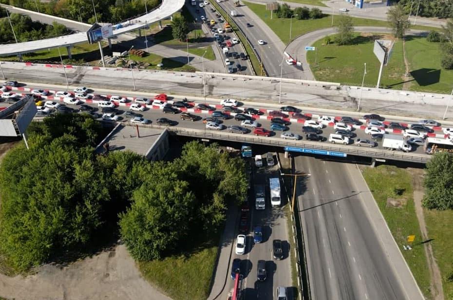 Мэр Екатеринбурга поручил круглосуточно вести ремонт моста