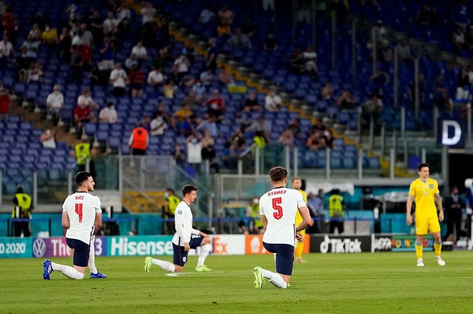 Сборная Украины не преклонила колено перед матчем с англичанами. И вылетела с Евро