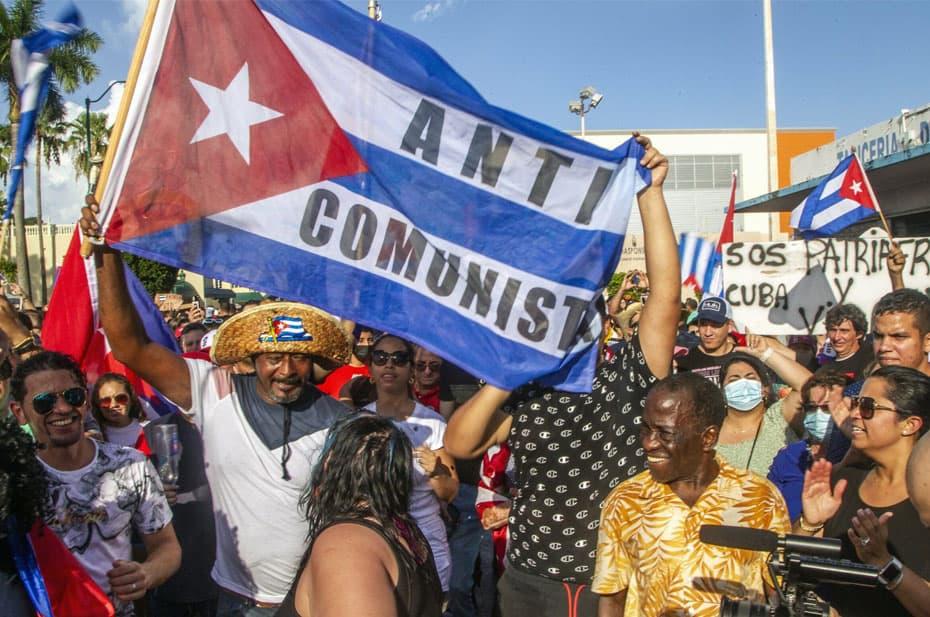 Во Флориде прошли демонстрации в поддержку протестов на Кубе