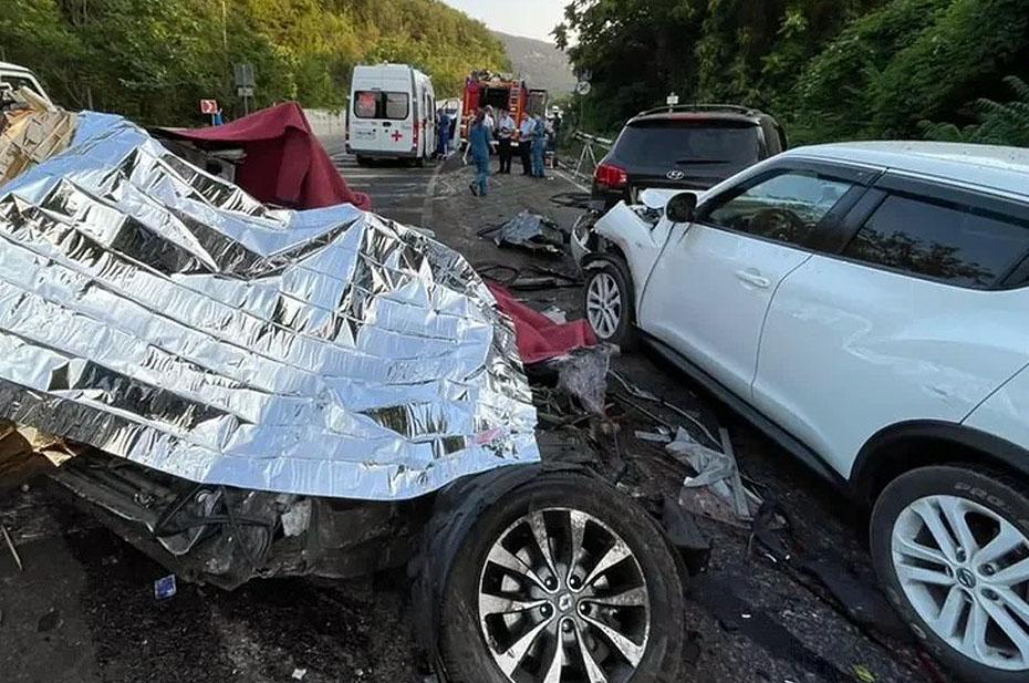 В Крыму пятеро погибли в аварии с КамАЗом