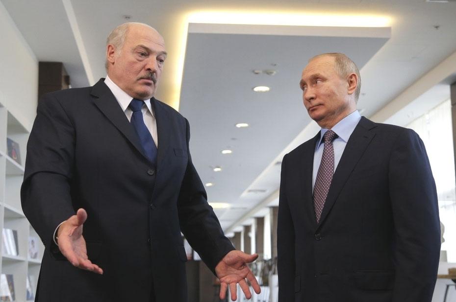 Зачем Лукашенко напросился на поклон Путину?
