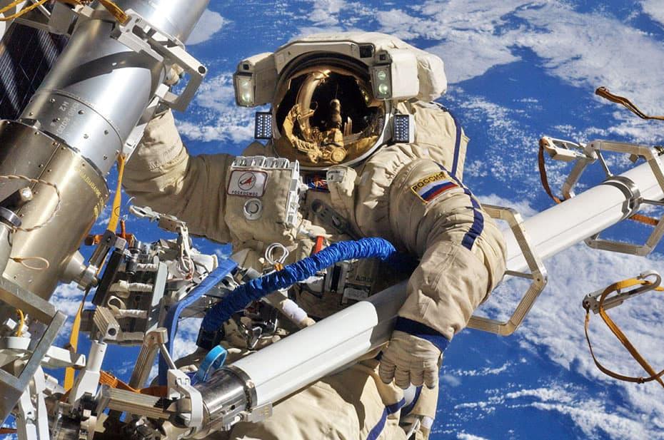 Россияне снова ищут места утечки воздуха на МКС