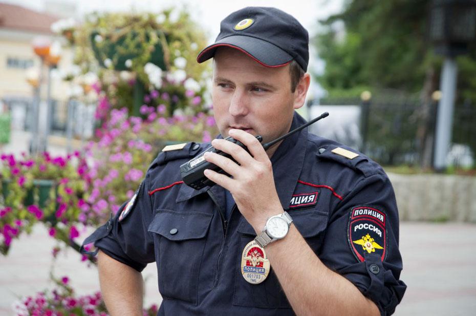 Прокуратура отменила уголовное дело в отношении укусившей полицейского женщины
