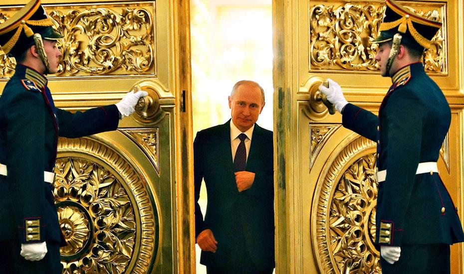 Наблюдал Георгий общение государя-императора с верноподданными да диву давался
