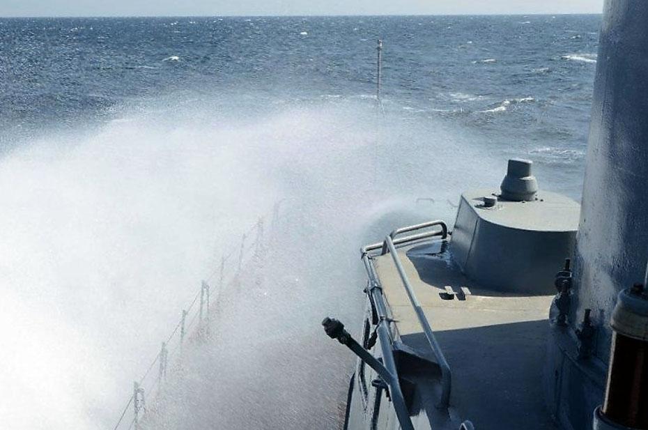 Украинское судно потерпело бедствие в Черном море. Рыбакам помогли моряки Черноморского флота