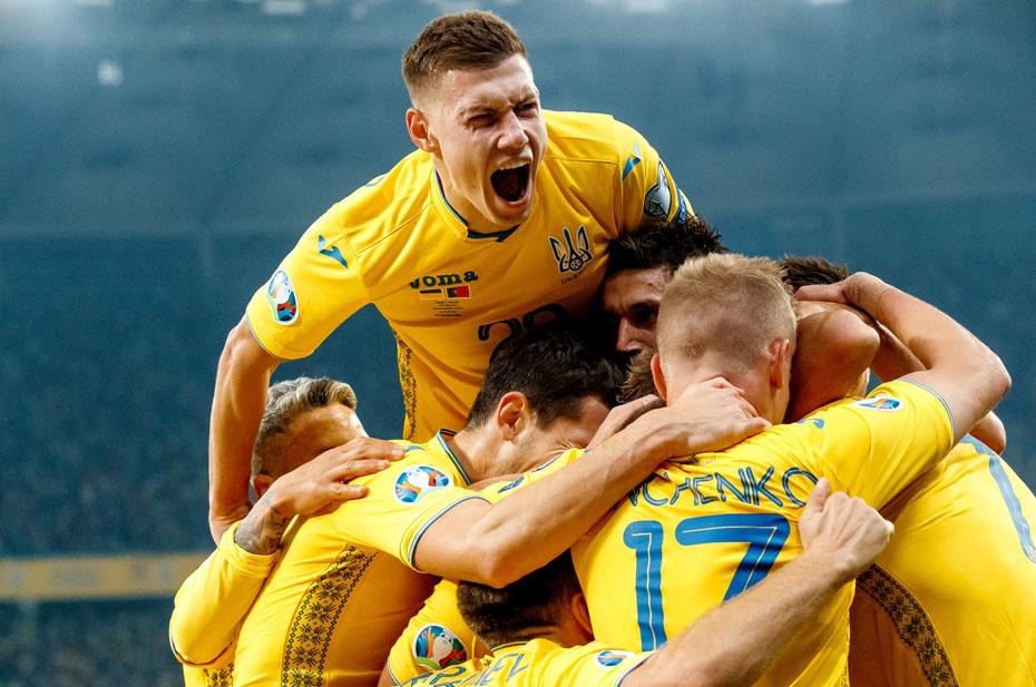 Украинские клубы будут играть в форме с лозунгом «Слава Украине» и Крымом