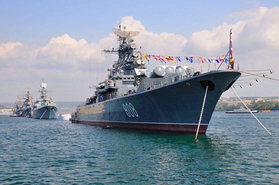 День Военно-морского флота идет по стране вслед за солнцем