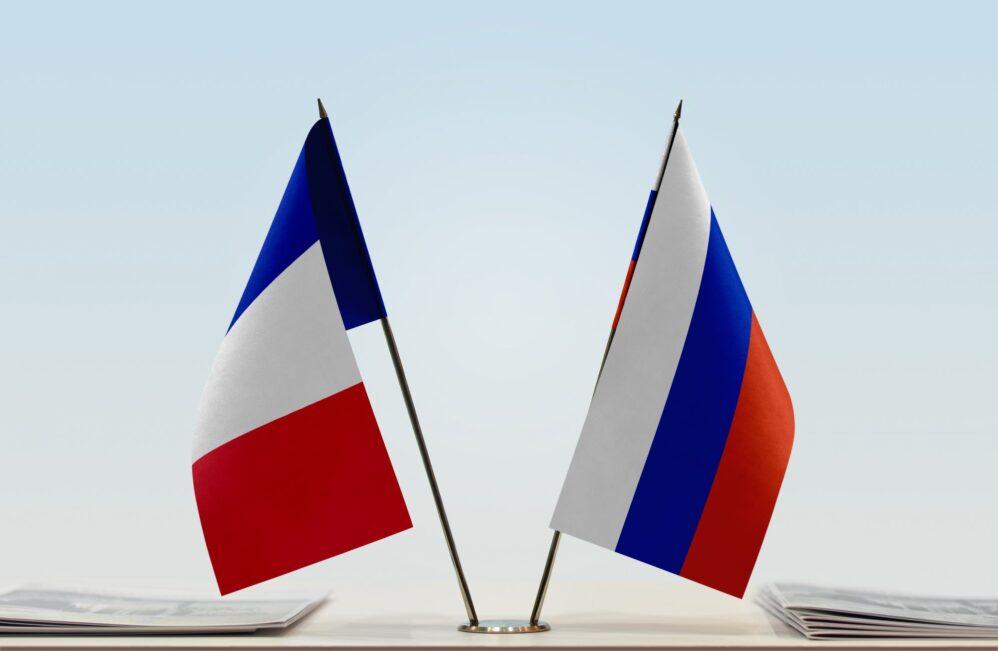 Франция не признает «Спутник V», Россия – Францию