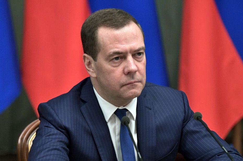 Медведев окончательно выбыл из доверия россиян, а Зюганов и Грудинин «уступают» дорогу молодым