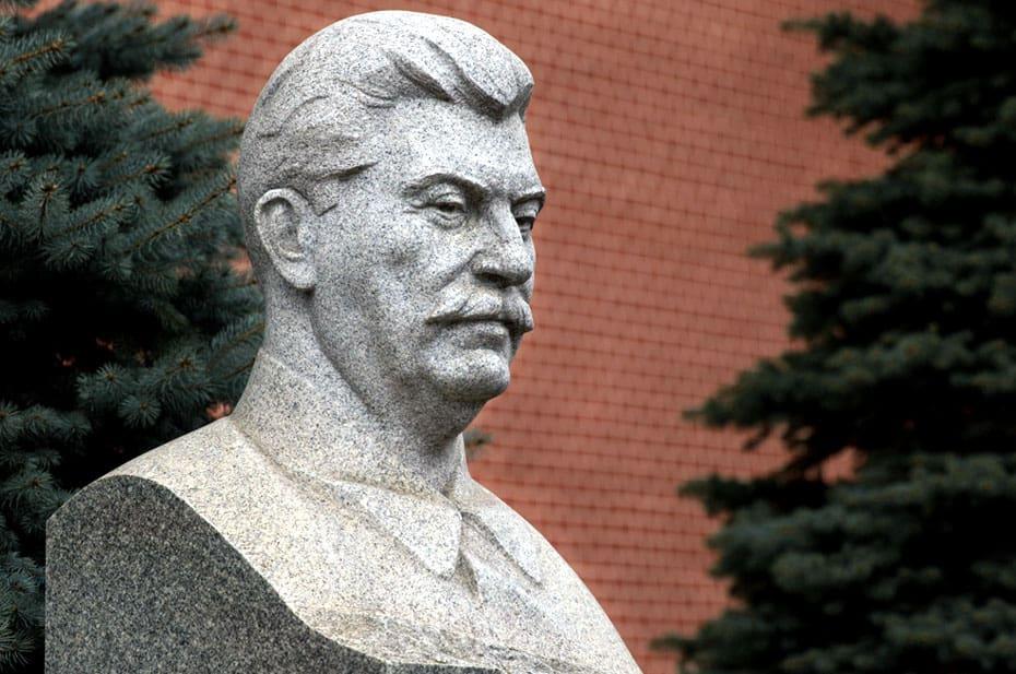 Большинство россиян одобрили идею поставить памятник Сталину и создать Сталин-центр