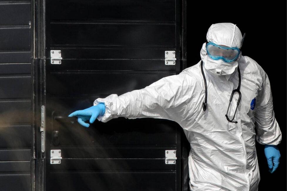 В Москве впервые за три месяца выявили менее 2 тысяч новых случаев заражений коронавирусом