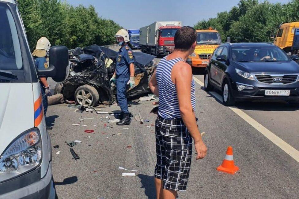 В Ростовской области в массовом ДТП погибли двое детей и двое взрослых