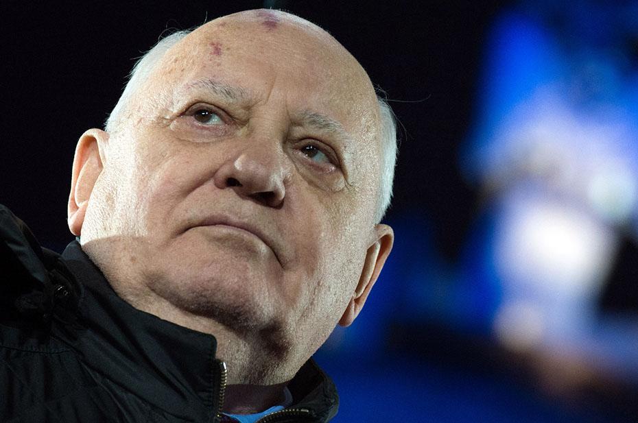 Горбачёв в историческом фотошопе